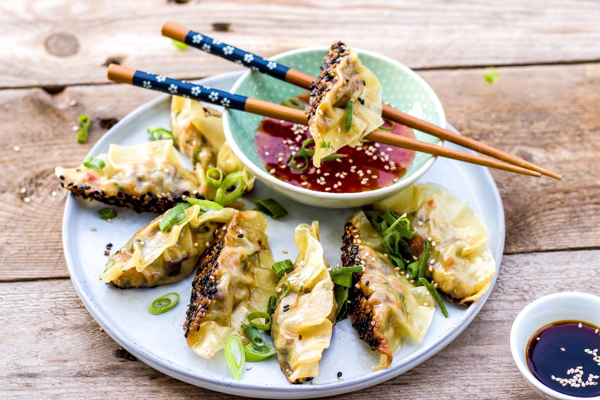 """Einfaches Rezept für """"Potstickers"""" bzw. vegane Gyozas mit Pilzfüllung. #potstickers #teigtaschen #jiaozi #gyoza"""