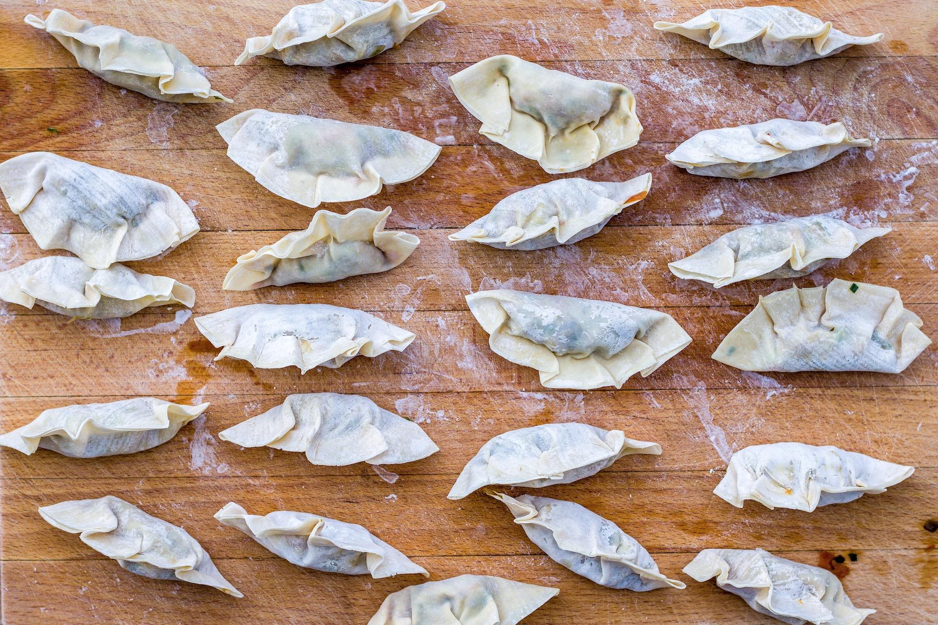 """Einfaches Rezept für """"Potstickers"""" bzw. vegane Gyozas mit Pilzfüllung."""