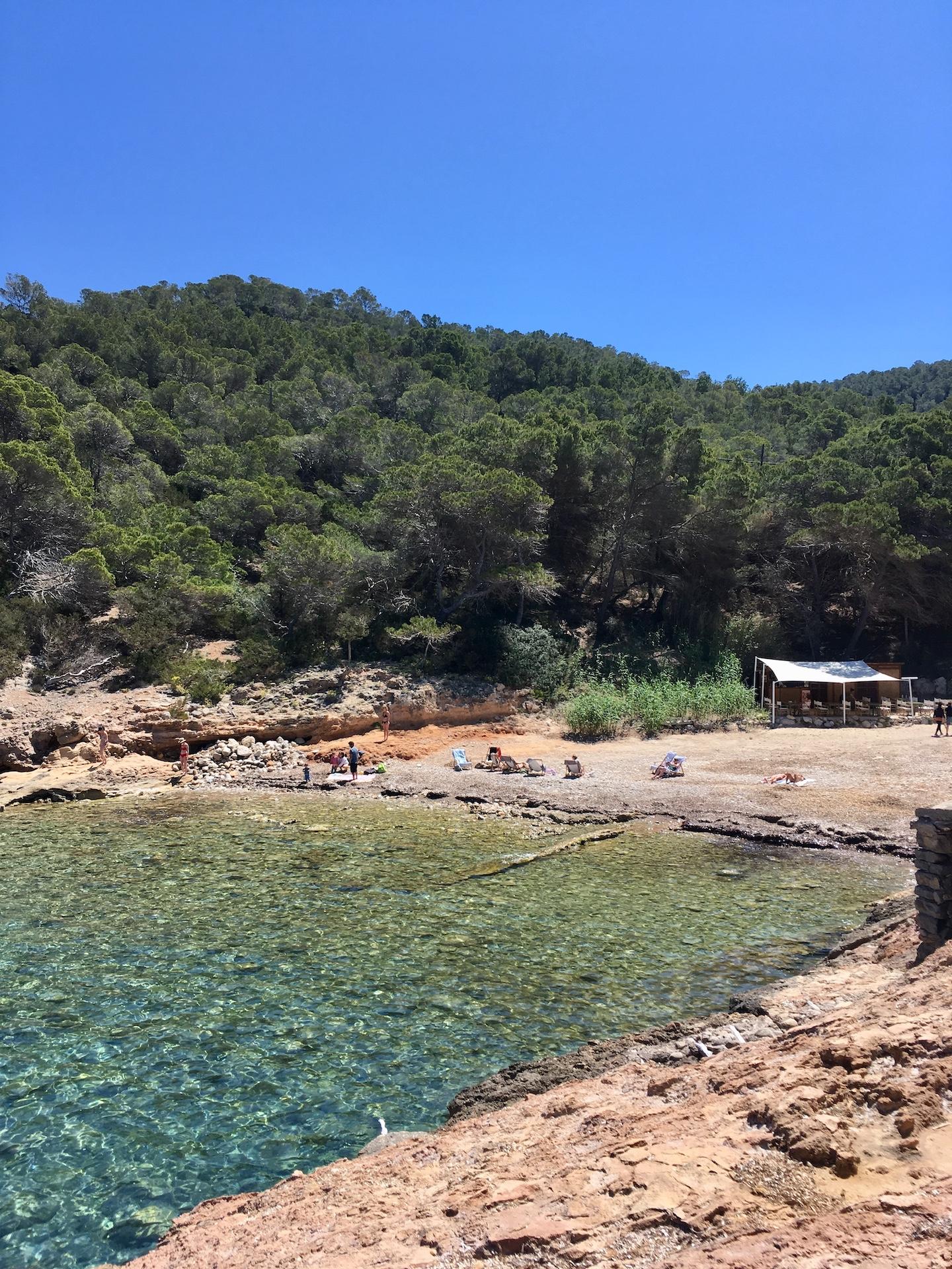 Cala Xuclar - wunderschöne Natur-Bucht in Ibizas Norden #Ibiza #Urlaub #Strand #Geheimtipp #Schnorcheln #Kajak #SUP.jpg