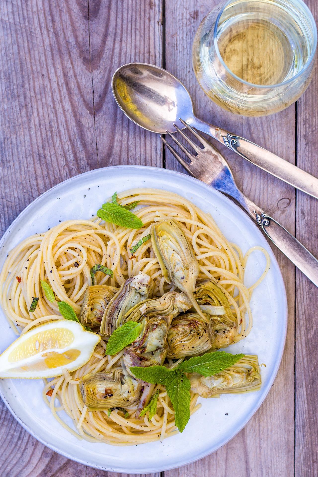 Lecker italienische Pasta mit Artischocken und Minze. #lecker #einfach #pasta #nudeln #vegetarisch #vegan #artischocken #minze