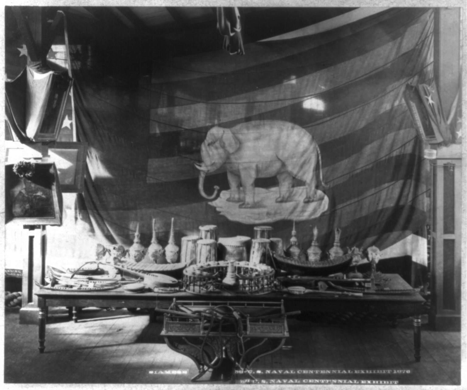 Siam display of  khon  masks and instruments at the Centennial Exposition, 1876, Philadelphia, Pennsylvania  หัวโขนและเครื่องดนตรีจากสยามที่จัดแสดงในการแสดงนิทรรศการเฉลิมฉลองครบรอบหนึ่งร้อยปีของสหรัฐอเมริกา พ.ศ. 2419เมืองฟิลาเดลเฟีย รัฐเพนซิลเวเนีย