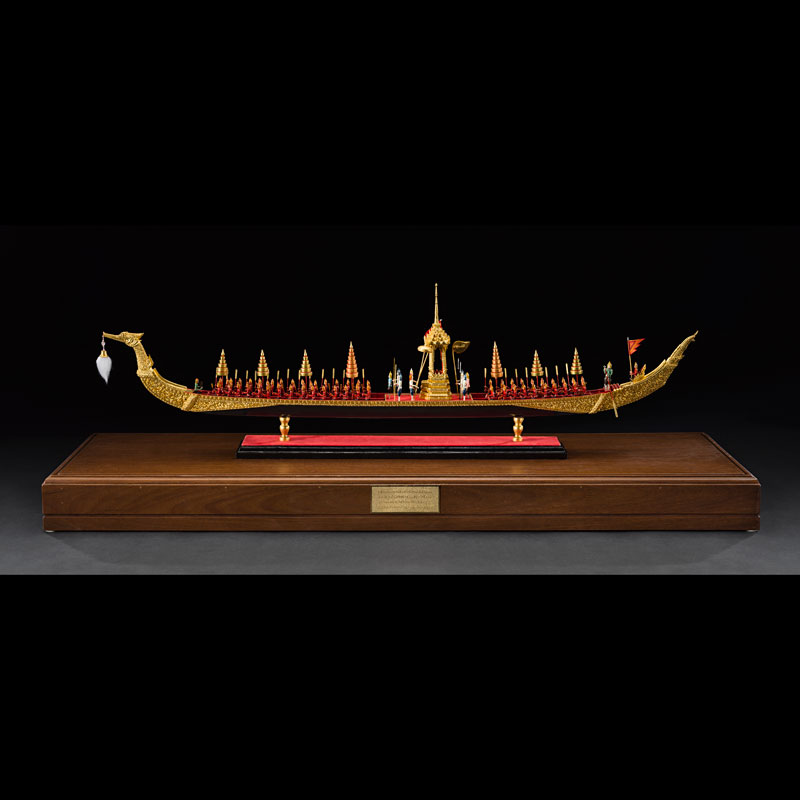 Model of Subanahongsa Royal Barge Gift from Queen Sirikit to the Smithsonian Institution, 1995 32.4 x 17.5 x 110 cm Courtesy of the Smithsonian Institution, Department of Anthropology; E433566-0; Photo by Jim Di Loreto