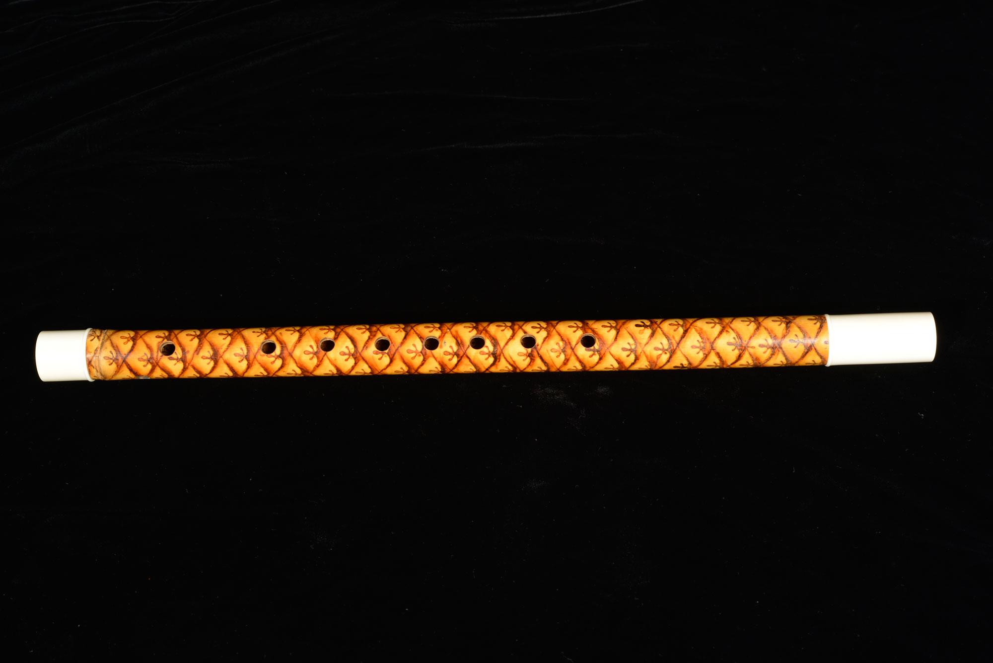 Flute (Khlui u) Gift from King Bhumibol Adulyadej to the Library of Congress, 1960 45 cm length Courtesy of the Library of Congress; 5137-L 2  ขลุ่ยอู้ ของขวัญพระราชทานจากพระบาทสมเด็จพระปรมินทรมหาภูมิพลอดุลยเดช แก่หอสมุดรัฐสภาสหรัฐอเมริกา พ.ศ. ๒๕๐๓ ยาว ๔๕ ซม. ได้รับความอนุเคราะห์จากหอสมุดรัฐสภาสหรัฐอเมริกา; 5137-L 2