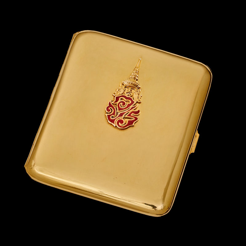 Cigarette Case with Royal Cypher of King Ananda Mahidol Gift from Luang Praditmanutham (Pridi Banomyong), Regent of King Ananda Mahidol, to President Franklin D. Roosevelt, 1945 8.26 x 7.62 cm Courtesy of the Franklin Delano Roosevelt Presidential Library and Museum; MO 1946.29.1