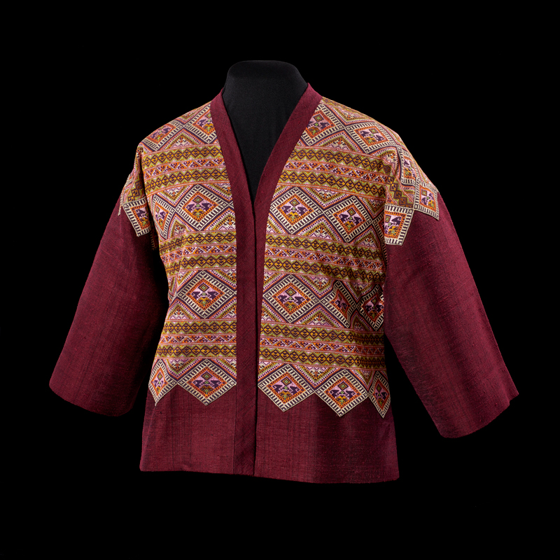 Star of Siam Jacket of Thai Silk and Silk Brocade Gift from Queen Sirikit to First Lady Rosalynn Carter, 1980 116.8 x 61 cm Courtesy of the Jimmy Carter Presidential Library and Museum; 80.1393.1