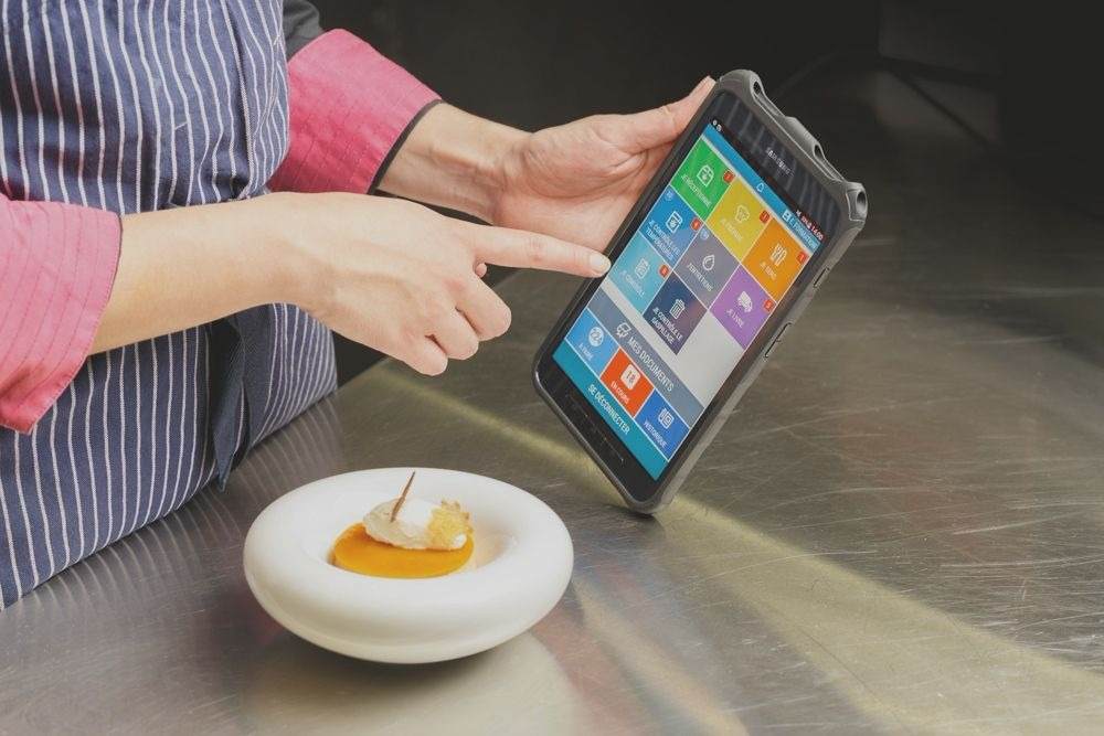 Get shifts done<strong> You receive ready-to-use tablets, and start using it without any installation needed in your restaurant</strong>