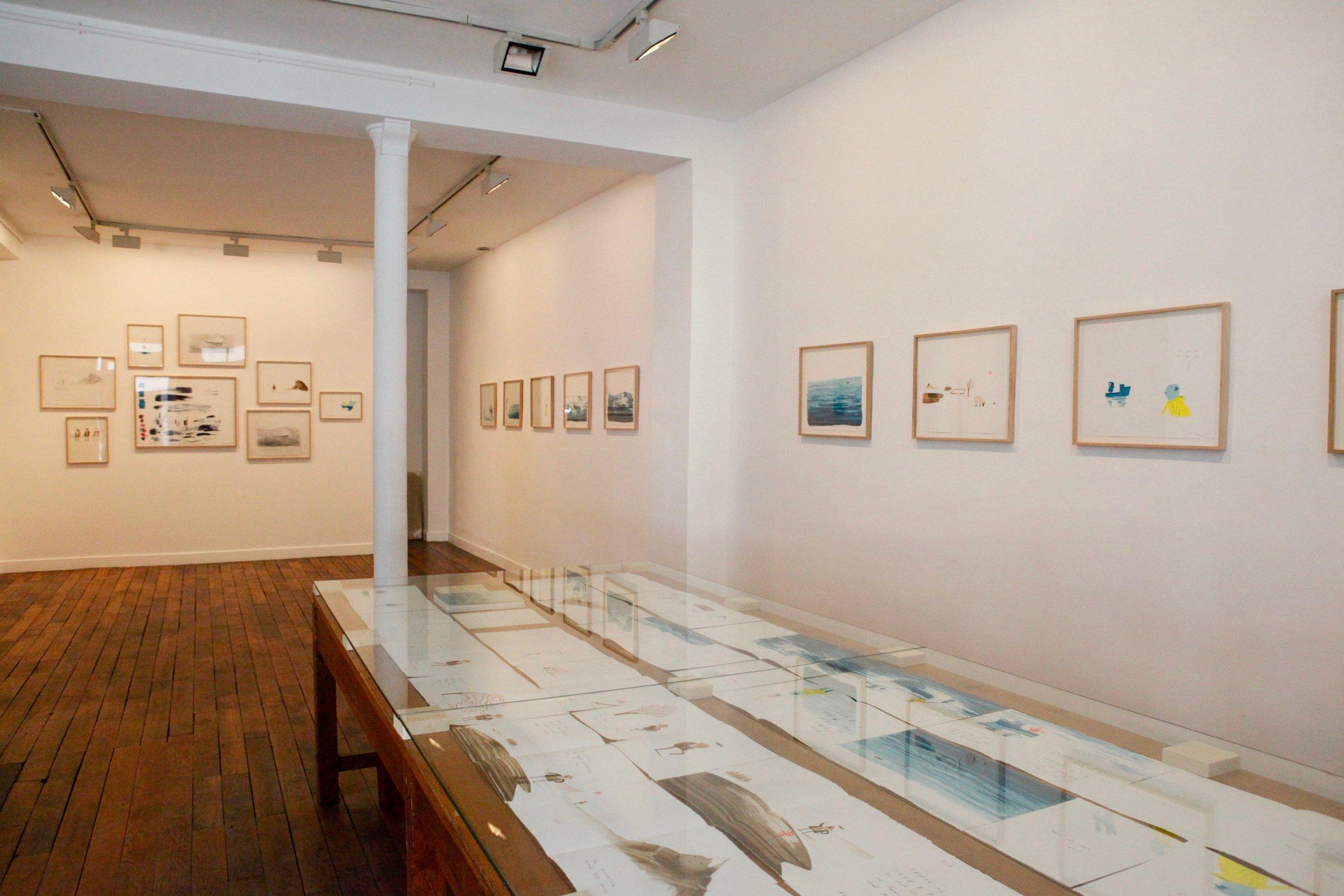 """La Galerie Item a le plaisir de présenter """"The Fate of Fausto"""" la nouvelle exposition d'  Oliver Jeffers .  L'artiste nord-irlandais vous invite à découvrir son premier livre d'art, entièrement réalisé en lithographie dans l'atelier Idem.  Le vernissage aura lieu le jeudi 18 avril de 18h à 21h. Ouvert au public du 19 avril au 18 mai 2019.  La galerie est ouverte du lundi au vendredi de 11h à 19h et le samedi de 11h à 18h.  --  Item Gallery is proud to present """"The Fate of Fausto"""", Oliver Jeffers' new exhibition. The Northern Irish artist invites you to discover his artist book, entirely realized in lithography in the studio Idem. The opening will take place on Thursday, April 18 from 6pm until 9pm. Open to the public from April 19th to May 18th, 2019.  The gallery is open Monday-Friday from 11am until 7pm and the Saturday from 11am until 6pm."""