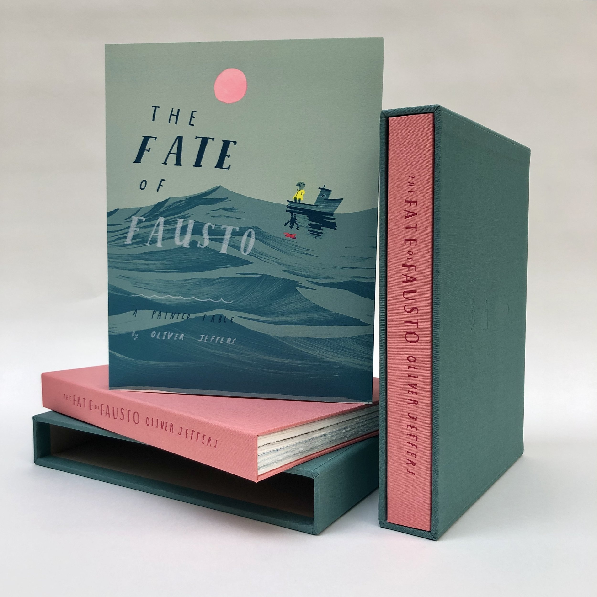 The Fate of Fausto,  Oliver Jeffers   Un livre d'artiste de 92 pages illustré de 36 lithographies originales en couleur,  imprimé et édité par Idem Paris  à 100 exemplaires sur BFK Rives 250 g. Chaque couverture est rehaussée à la gouache par l'artiste. Le livre est proposé dans un étui toilé bicolore réalisé par l'atelier Agoria à Vincennes.  Format du livre: 27,2 x 21,4 cm /Format de l'étui: 28,4 x 22 cm  Prix du livre: 2 200 euros  Dix lithographies grandes marges tirées du livre ont été éditées, ainsi qu'une lithographie additionnelle de grand format :  https://www.idemparis.com/oliver-jeffers    Pour toute information complémentaire, merci de nous contacter :    info@idemparis.com    __    The Fate of Fausto,  Oliver Jeffers   An artist book of 92 pages, illustrated of 36 original color lithographs,  printed and published by Idem Paris.  An edition of 100 on BFK Rives 250. Each cover is hand-finished with gouache by the artist. The book is enclosed in a two-tone canvas slipcase realized by the studio Agoria in Vincences.  Book size: 27,2 x 21,4 cm / Slipcase size: 28,4 x 22 cm  Price of the book: 2 200 euros  Ten lithographs with large margins from the book and a large format lithograph on stone are also available:  https://www.idemparis.com/oliver-jeffers    For any sales inquiries, please contact us at: info@idemparis.com