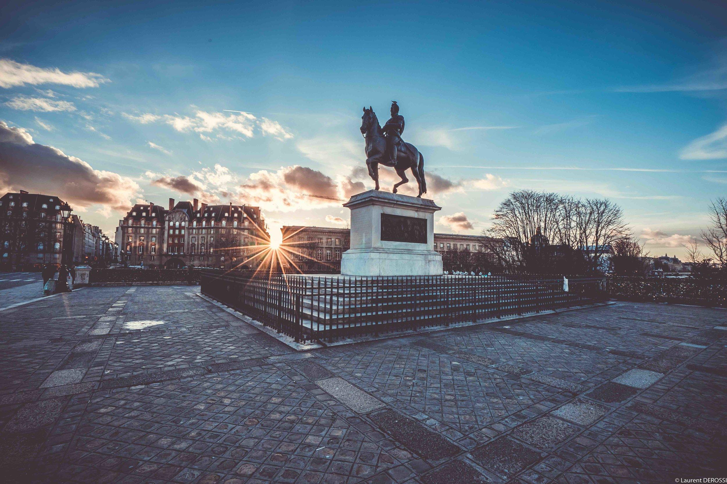 Statue-Henry-4-Pont-Neuf-Paris