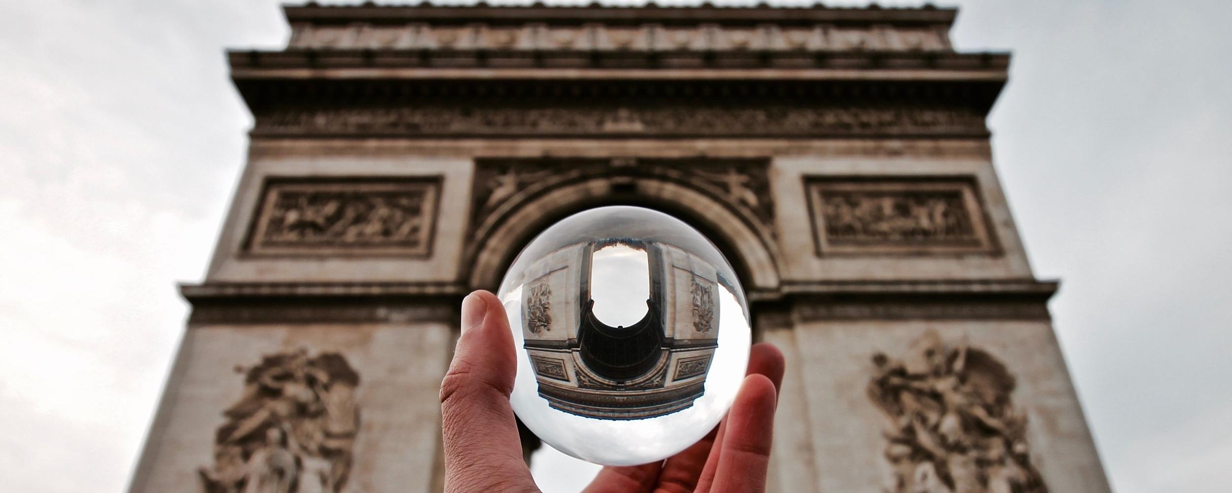 • Lensball • -
