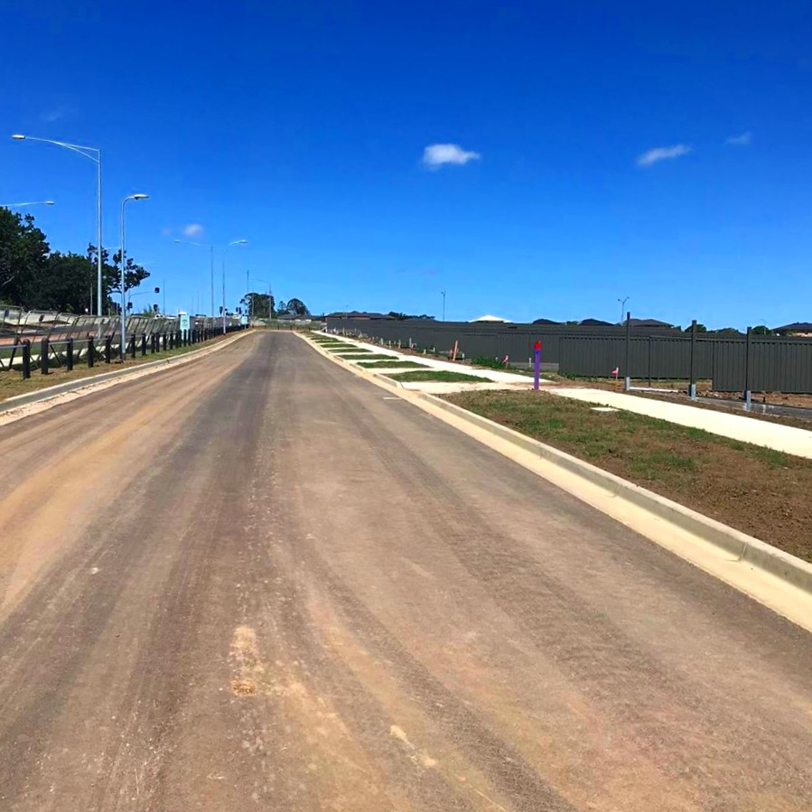 Portia circuit - 10/12/18Running parallel to Grices Road, facing West and looking up Portia Circuit. The Estate is coming together rapidly.