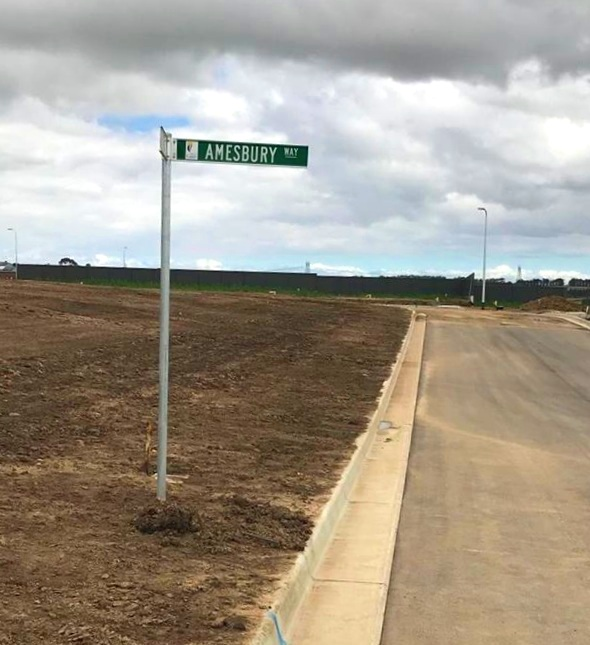 Finishing touch - 17/12/18Our Estate now has; asphalt roads, curbs, foot paths, streetlights and street signs. Everything is happening so quickly.