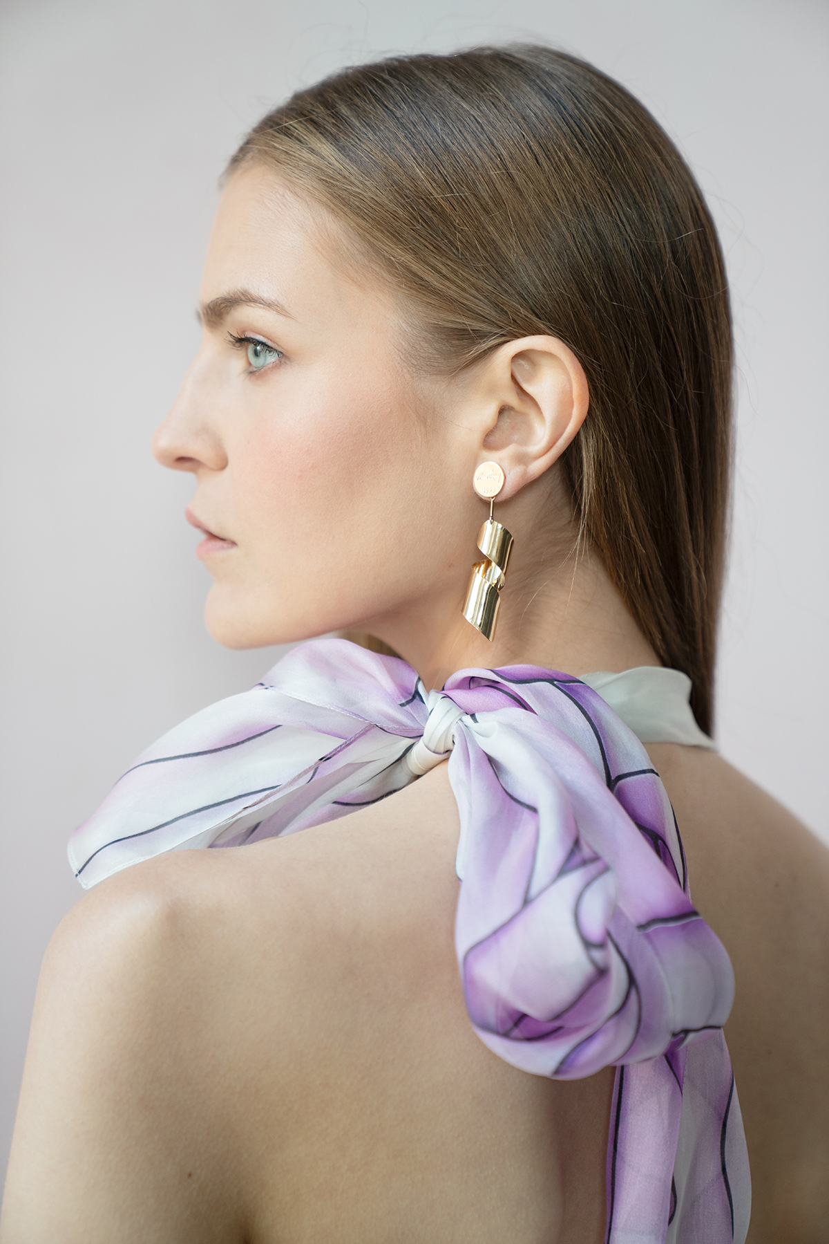 Renee Peters wears the Lampshade earrings in 18kt Fairmined Ecological gold for the Pure Earth Auction.