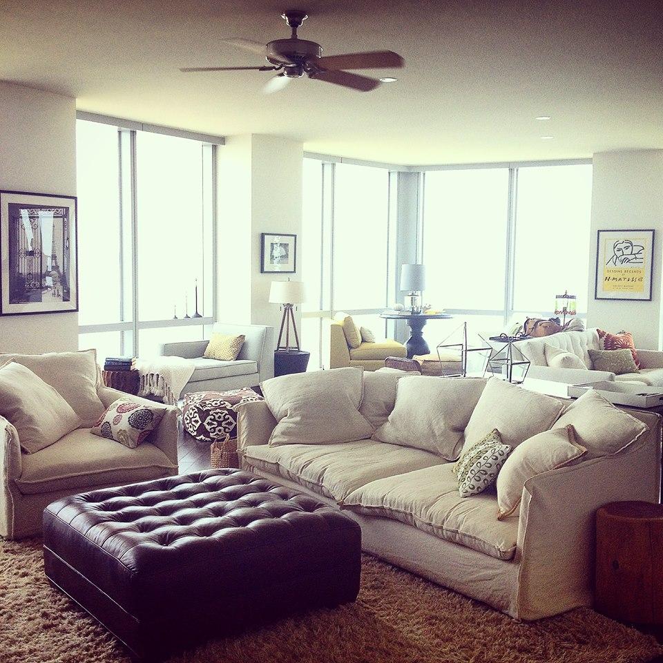A cozy Chicago apartment.