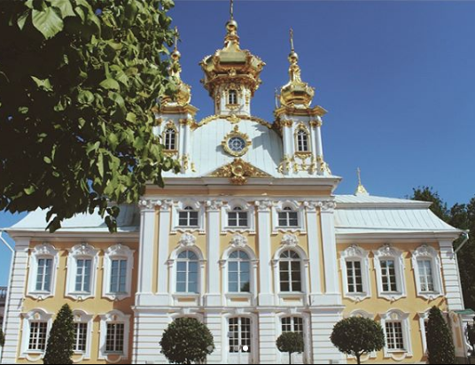 One of the MANY buildings at Peterhof.