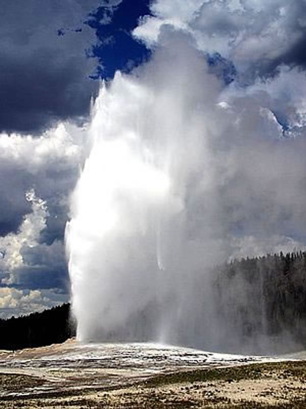 Old-Faithful-Geyser.jpg