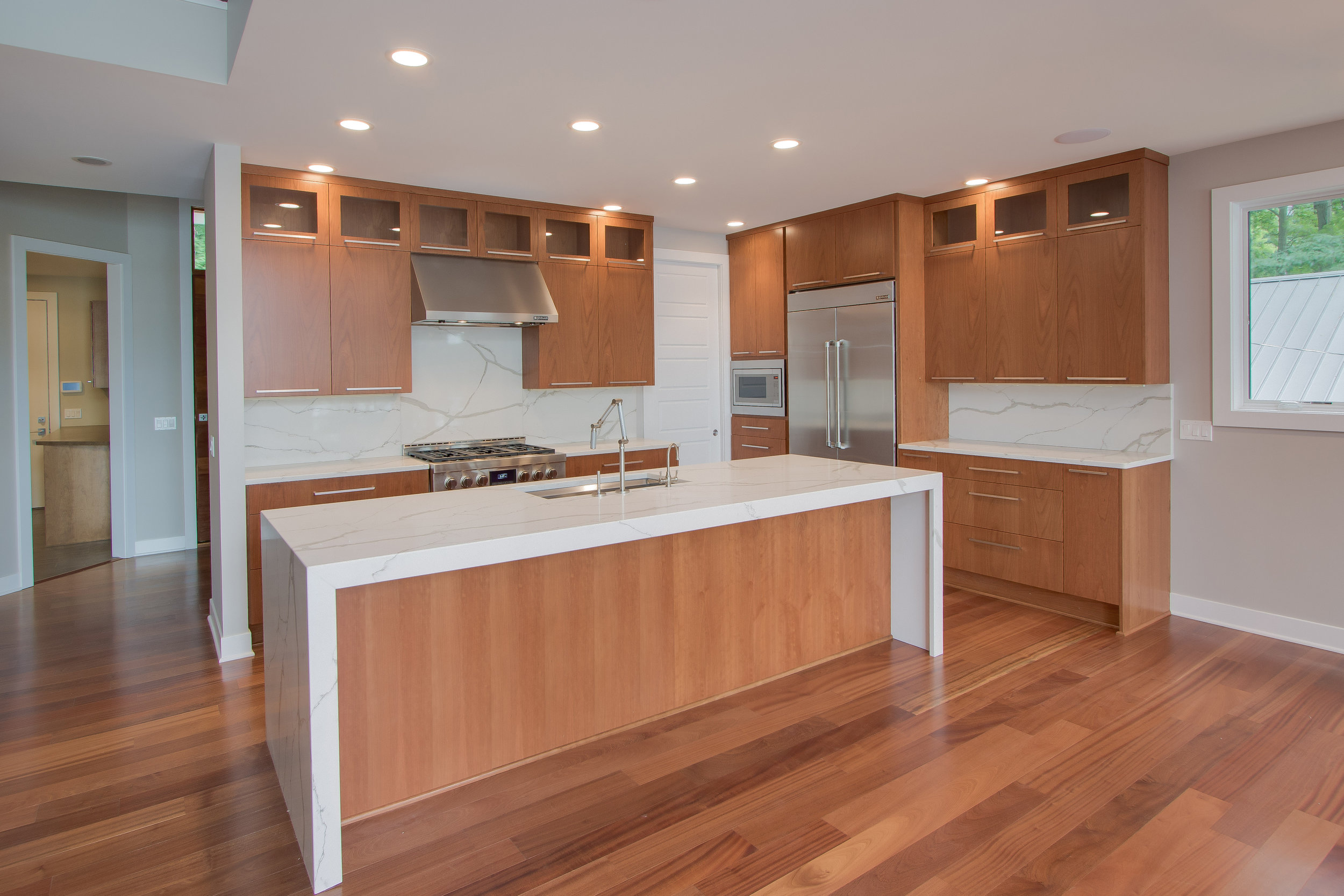 07182016_CUS-15-031_Kitchen_Granite_Hardwood[1].JPG