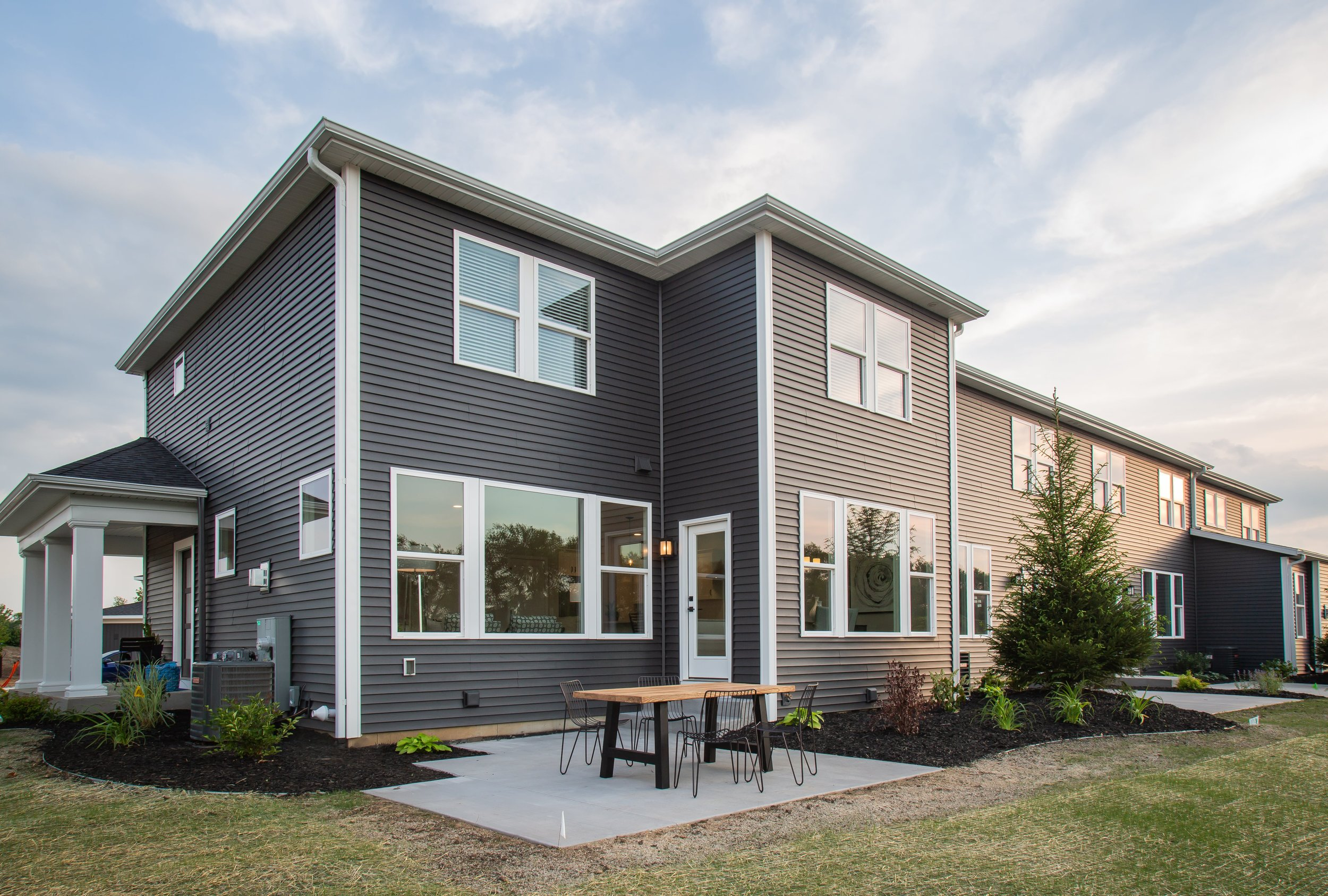 6+25+2018+TW-01-23-Anthracite_Rear+Exterior_Patio-min[1].JPG