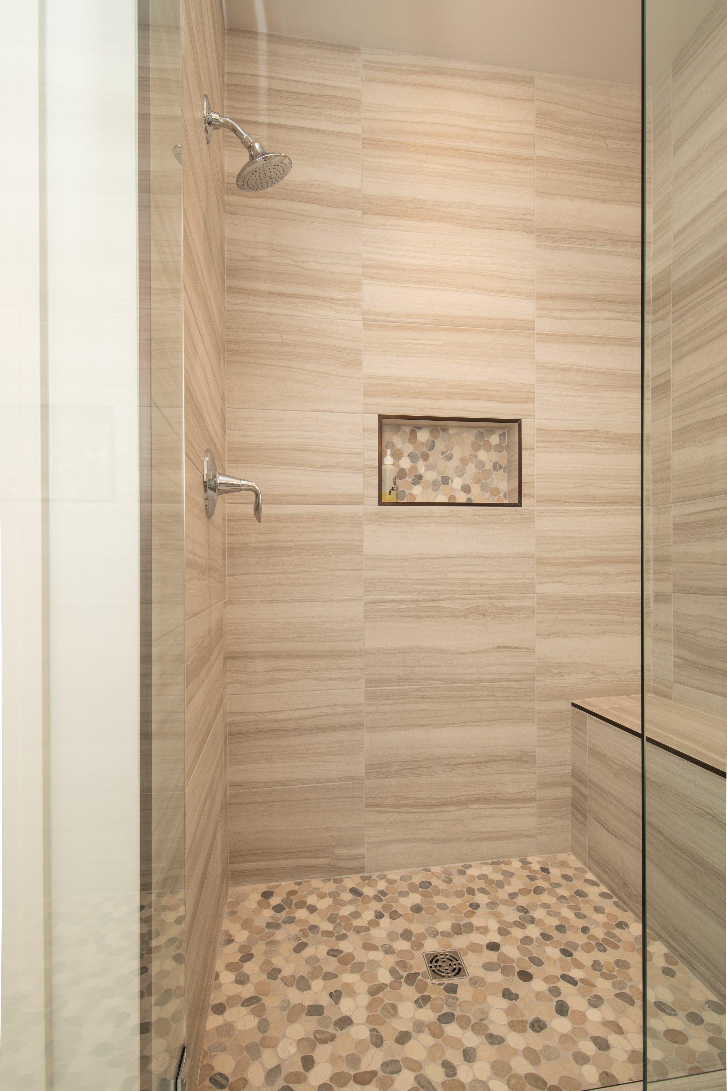 WW-04-110_Foxglove_Owner's Bath_shower-min.jpg