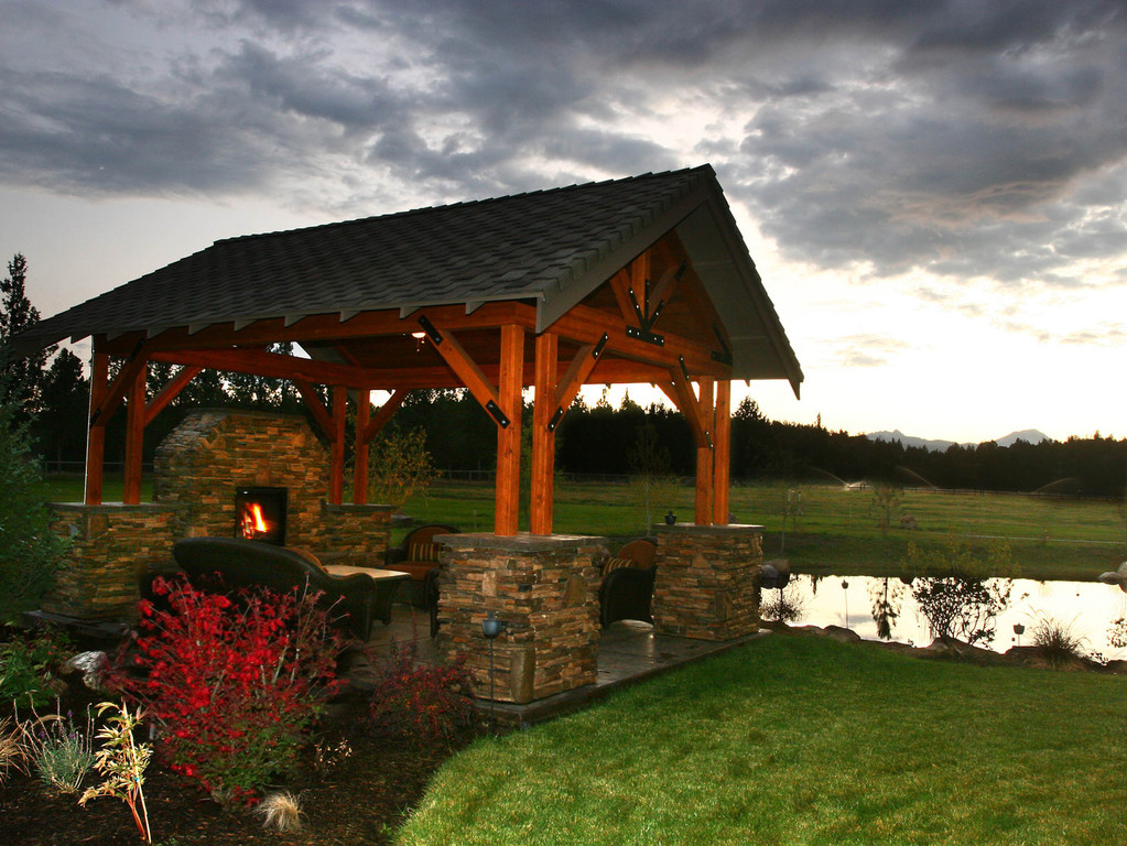 Central-Oregon-Outdoor-Fireplace-Property-With-A-View.JPG