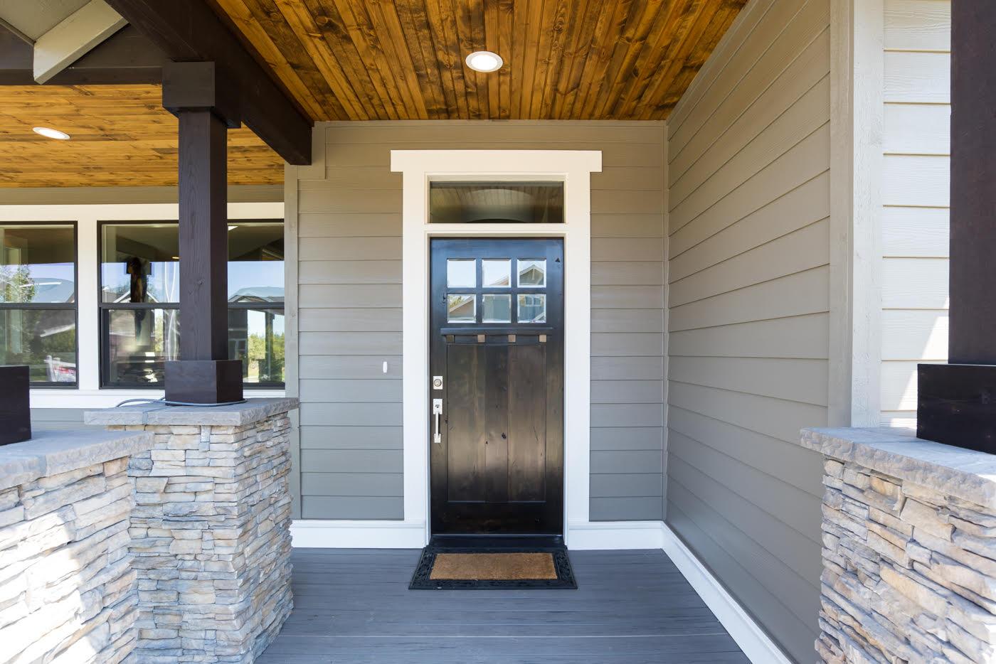 Home-Builders-Bend-Oregon-Front-Porch-Entryway.jpg
