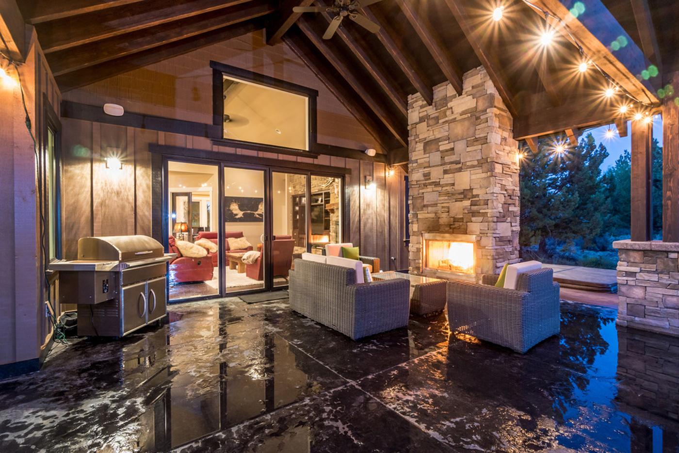 Custom-Home-Builder-Central-Oregon-Patio-Outdoor-Kitchen-Custom-Fireplace.jpg
