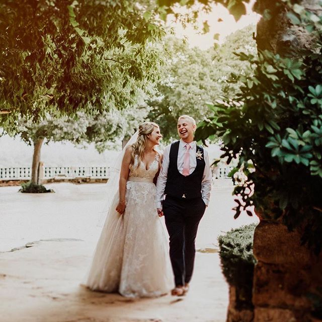 Happy Anniversary to one of my most special brides / this beautiful couple ✨💕 A day I will always remember and so so happy I got to be apart of such an incredible day! ✨ . . . #styledbycar #styledbycarolinatorstensson #mallorcaweddings #weddingsmallorca #beautifulbride #makeupartistspain #makeupartistmallorca #mallorcamakeupartist #hairstylistmallorca #mallorcaweddingstylist #mallorcaweddingplanning #mallorca #bridalmakeupartist #bridemakeup #freelancemakeupartist #mallorcaphotography #mallorcaphotographer #love #beautifulcouples #weddingphotography #beautifulcouples #couplegoals #anniversary #ilovemyjob