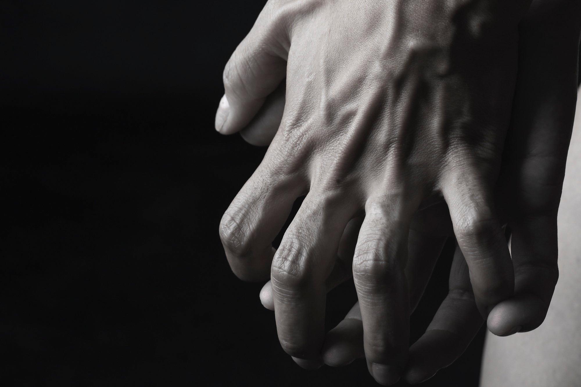 Hands-entwine-02.jpg