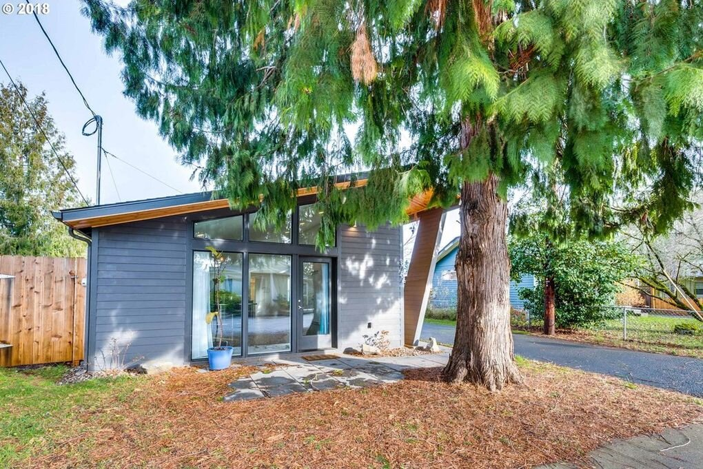 $334,000 - 8757 SE Rural St, Portland, OR 97266
