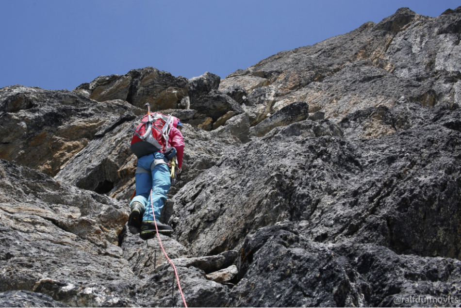 Around the corner, the rock became really fun! We climbed several pitches to the notch at 5,800m, but found an easier, faster (and way less aesthetic) gully/ramp system for coming back down. I think this was my favourite day of the trip – rock climbing in the warm sun at ~5,800m!