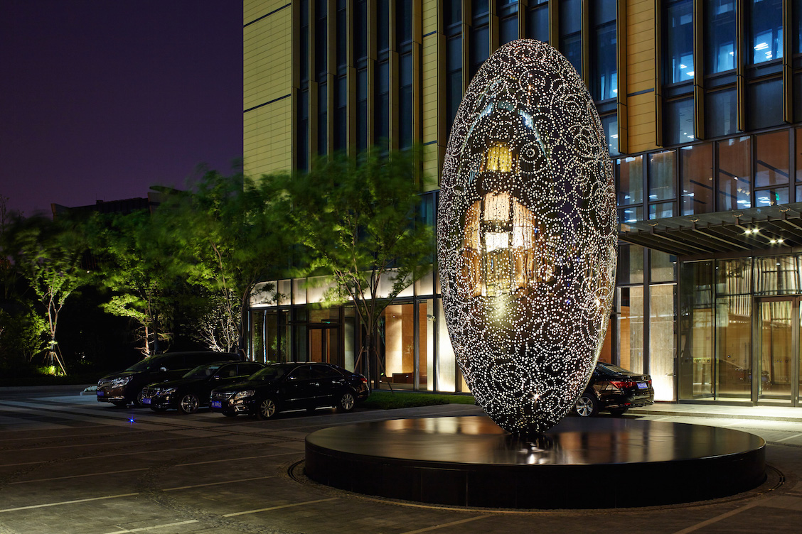 THE LIFE OF STARS  2015 Stainless steel, 6 metres high, in collaboration with UAP Photography by Charlie Xia, Courtesy of UAP