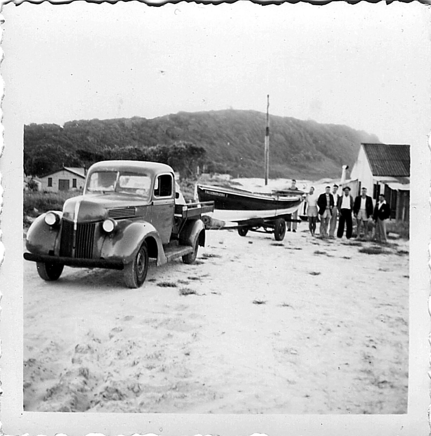 1950's Tallebudgrea Beach surf boat crew ready to hit the road.