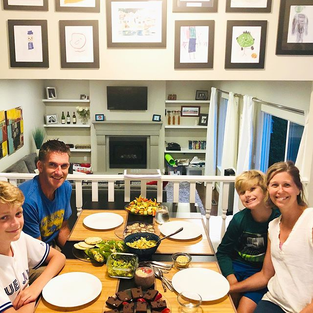 Spent a lovely evening, leading the Howden-Duke family through a healthy snack prep workshop!  Educating families about food and nutrition can be such a game changer and lead to sustainable and more informed choices as a whole.  It was so much fun quizzing the boys on the food sciency stuff ☺️and then testing their kitchen skills which simply blew my mind... precision, creativity and onwership of getting the best dish on the table😃  Getting healthy food on the table can be quite a daunting process if its one persons responsibility - and then throw in everyone's preferences, intolerances and schedules and you've got quite the project on your hands. Which is why a lot of us choose to sacrifice health for convenience.  Working as a team and having a common goal of healthy food on the table... makes it more achievable and tons of fun! Getting our children to get curious and ask questions about food is important, feed that curiosity, challenge them through variety and get them excited to create and contribute.  Don't know where and how to get started... connect with a nutritionist and let them help you create a process that works for you and your family!!! Thank you again, @Angie howdenduke,  Adam, Nathan and Jackson for letting me share that experience with you.