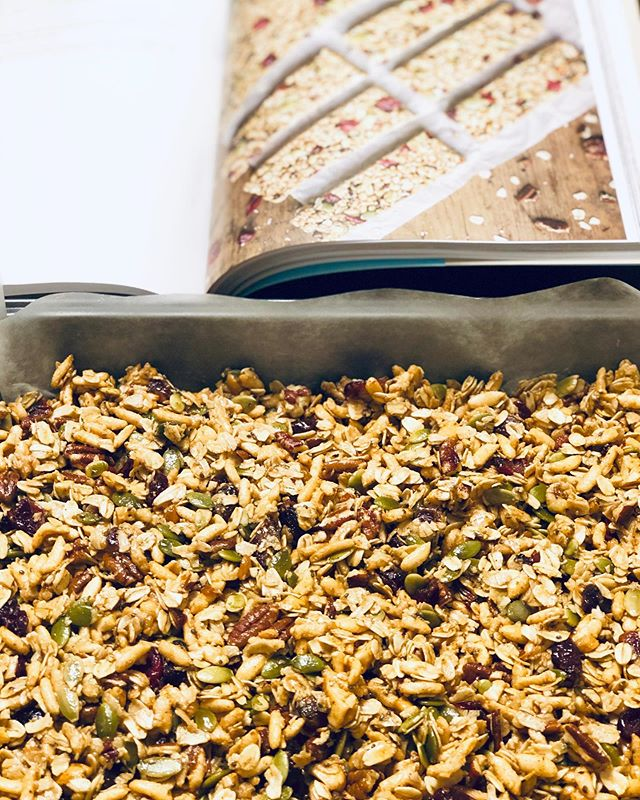 Nothing beats homemade granola/bars.  You know the quality of every single ingredient in there, you can mix and match a multitude of ingredients and keep it fresh every time, and best part.... you can put your kids to work for most part of it 😉  #backtoschoolsnacks #homemadegranolabars #cleaningredients #kidscancook #nutsandseeds #oats #ohsheglowscookbook #holistichealth #registeredholisticnutritionist