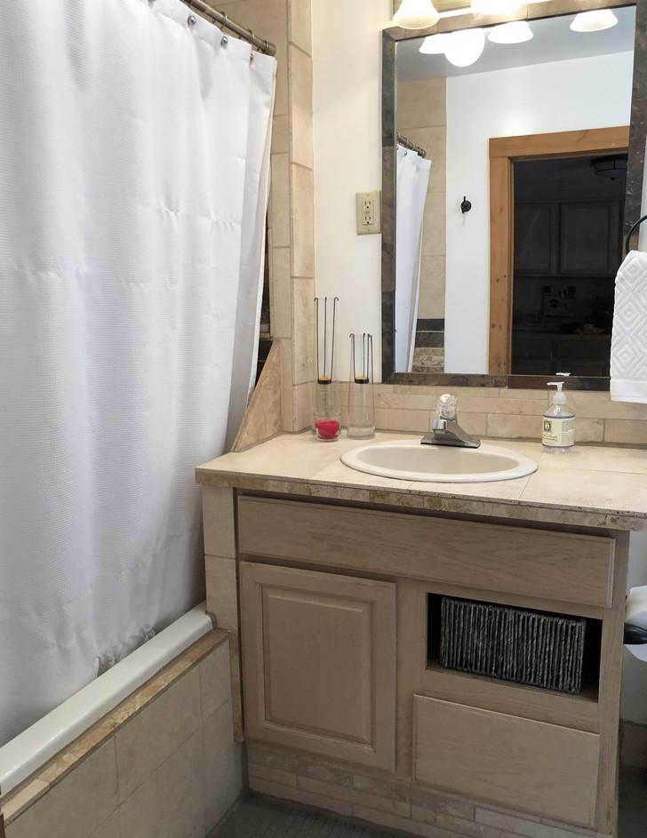 Bathroomresiz.jpg