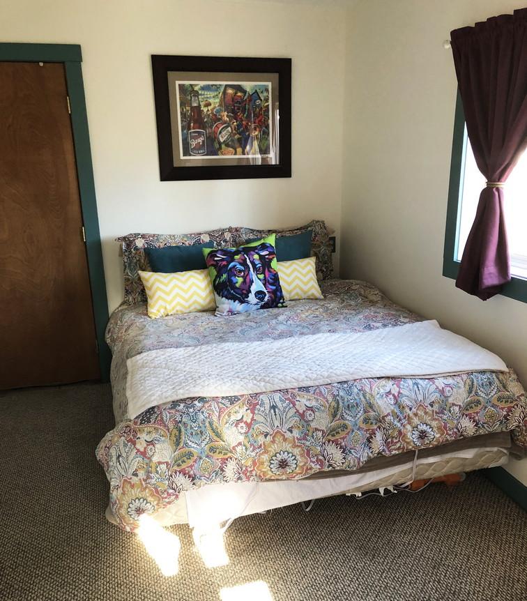 Guest Bedroomresiz.jpg