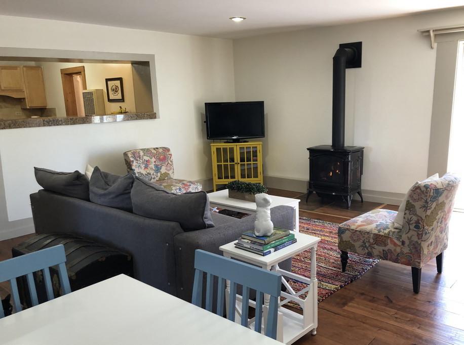 Living Room2resiz.jpg