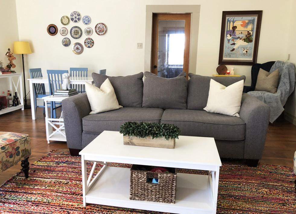 Living Room4resiz.jpg