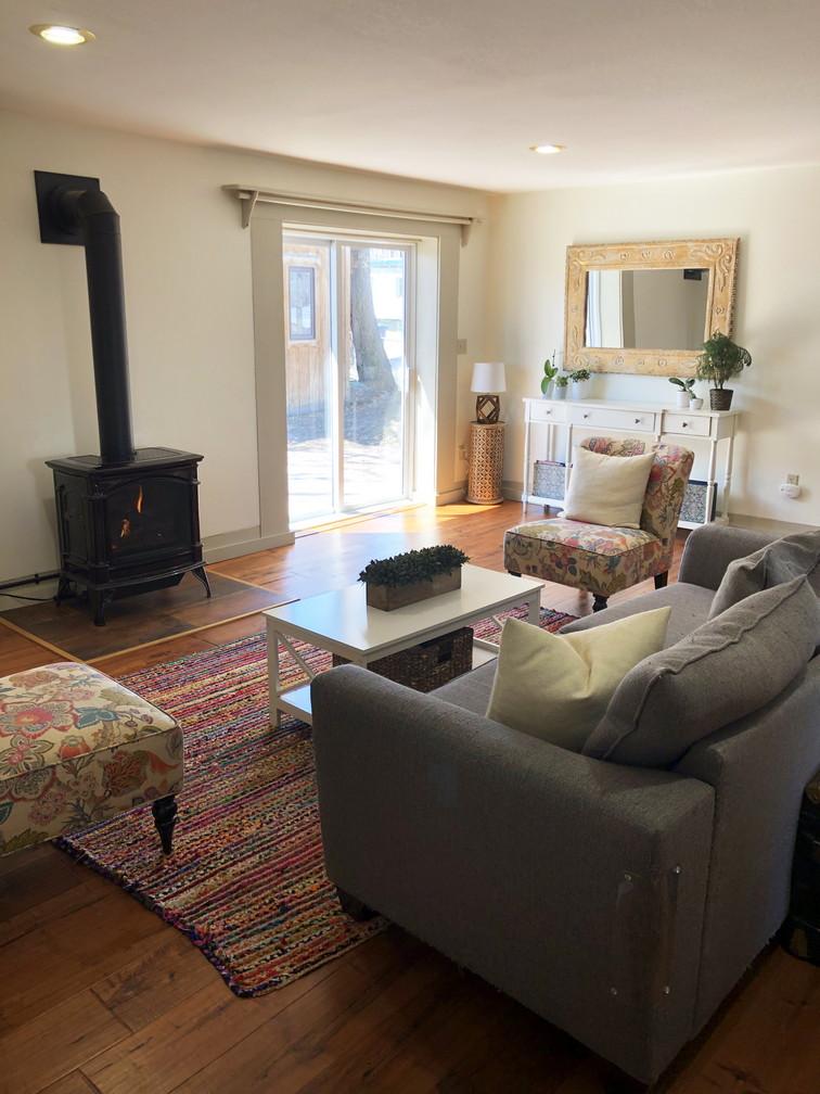 Living Roomresiz.jpg