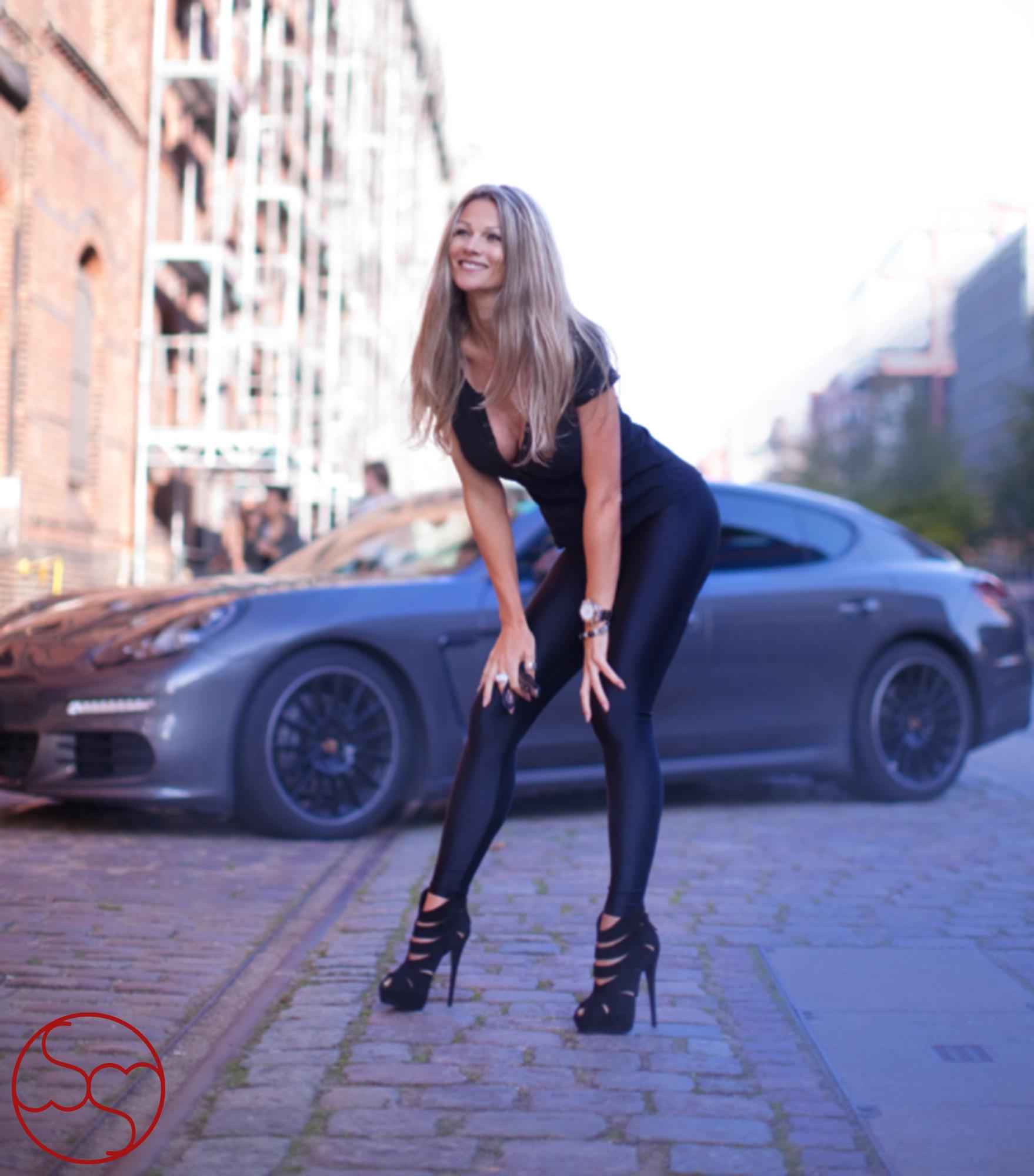 fametastic female by sandra faas - woman entrepreneur