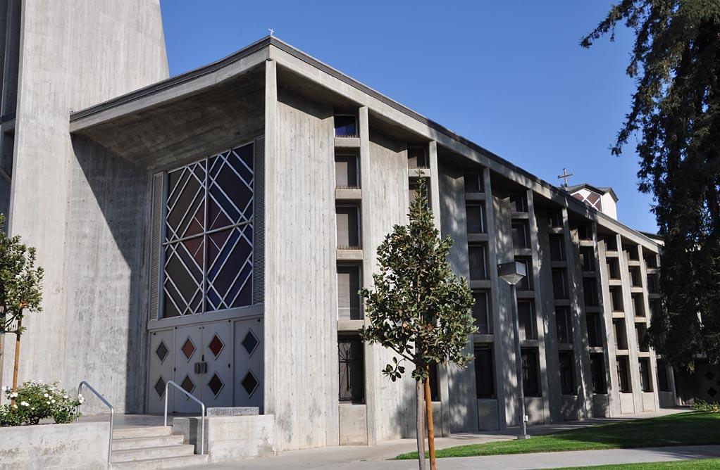 roadside_architecture_church_califirnia_1.jpg
