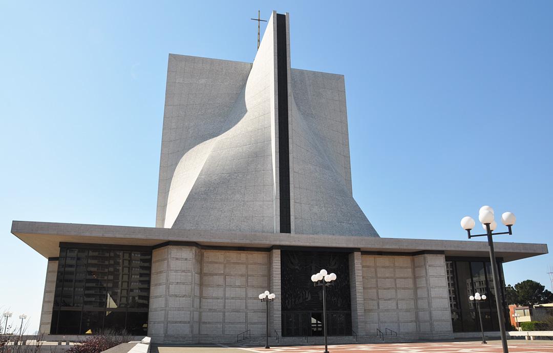 roadside_architecture_church_california_7.jpg