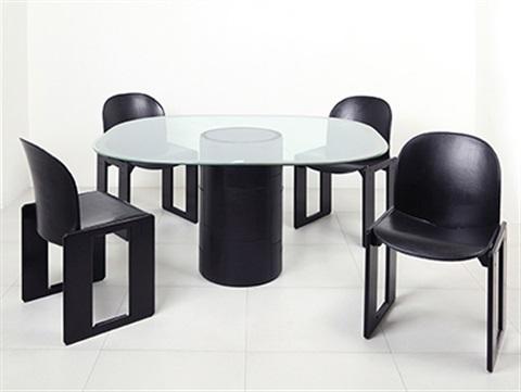 afra-and-tobia-scarpa-un-tavolo-tobio-e-quattro-sedie-dialogo-(5-works).jpg