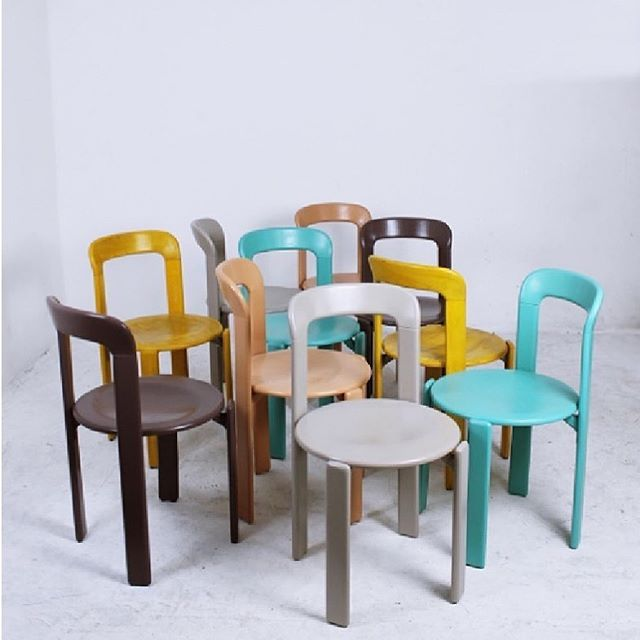 Colour 💛 chair 💙 #brunorey 💕 . . Available at 👉🏽 @artibus365 #brunorey #swissdesign #1970s  #brunorey #vintagefurniture #stackingchairs #diningchairs #vintagelover #interiordesigner #homedecor