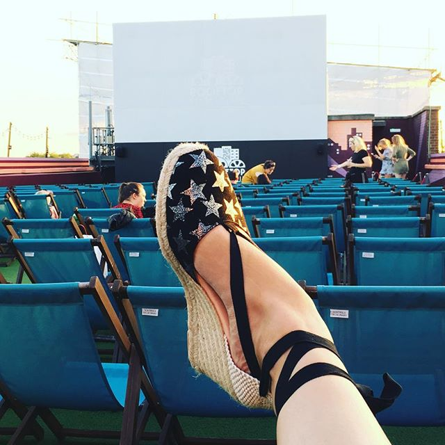 And my @airandgrace espadrilles have brought me comfortably to the #rooftopfilmclub in #peckhamrye for a spot of romance with Ryan Gosling (oh, and my husband) #lalaland