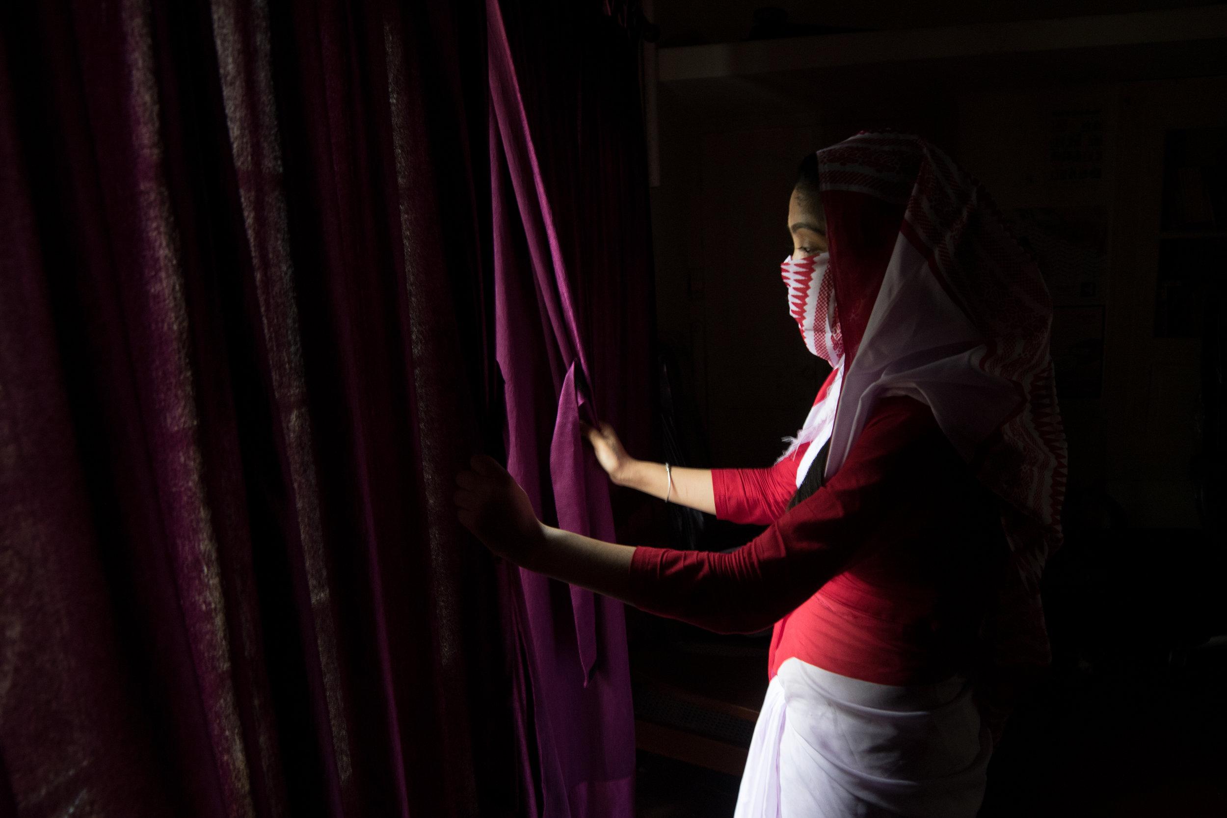 Luna (18), que participa en el programa School For Justice, fue traficada dos veces. La primera por 70.000 rupias (826 euros) en el distrito rojo de Mumbai y la segunda en Raipur por 50.000 rupias (590 euros).. ANA GONZÁLEZ