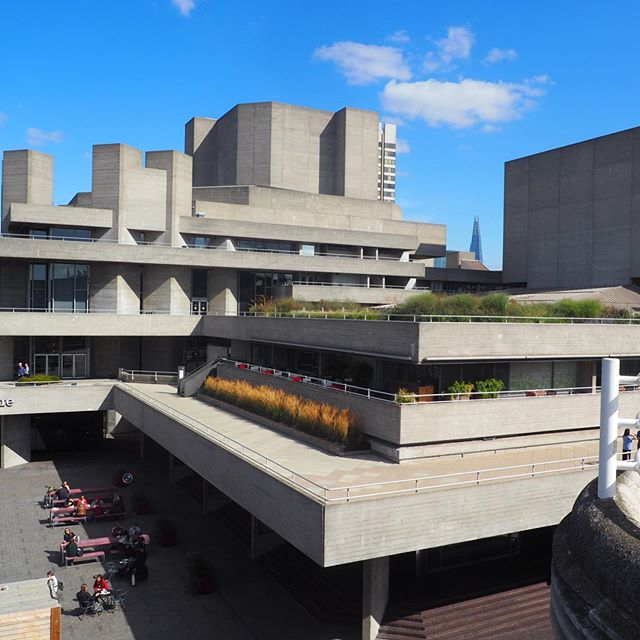 On a beautiful day like yesterday, the brutalist building of the National Theatre looks stunning! Very sculptural with green areas perfectly chosen. A masterpiece of architecture by Denys Lasdun that created controversies but is now in perfect harmony in the urban landscape. #nationaltheatre #britisharchitecture #brutalistarchitecture #concrete #southbank #londononaniceday #london #londonarchitecture