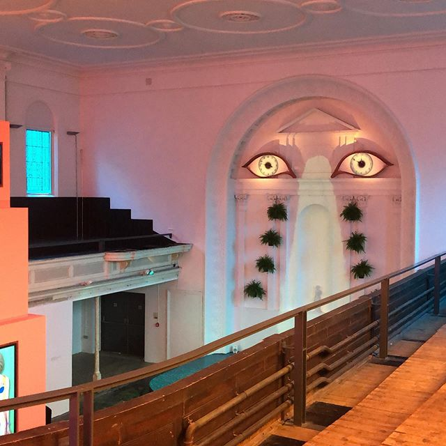 American artist Shana Moulton's first institutional solo show in the UK is currently at the magnificent @zabludowicz_collection, a former Methodist chapel. Until 15 December. Many video works and new commissions. Don't miss it!  #shanamoulton #videoartist #performanceart #consumerism #wellness #installationart #methodistchapel #contemporaryart #londonexhibition