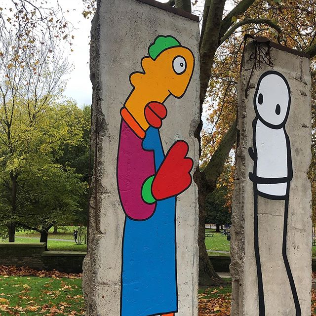 Two of the iconic street art figures on two pieces of the Berlin Wall looking at each other to commemorate the 30th anniversary of the fall of the Berlin Wall. 👏 @stikstudio @thierrynoir the creators of these characters that contribute to make our streets more human. 👏 @imperialwarmuseums for this initiative and for bringing these two artists together.  #berlinwall #streetart #commemoration #imperialwarmuseum #londonmuseum
