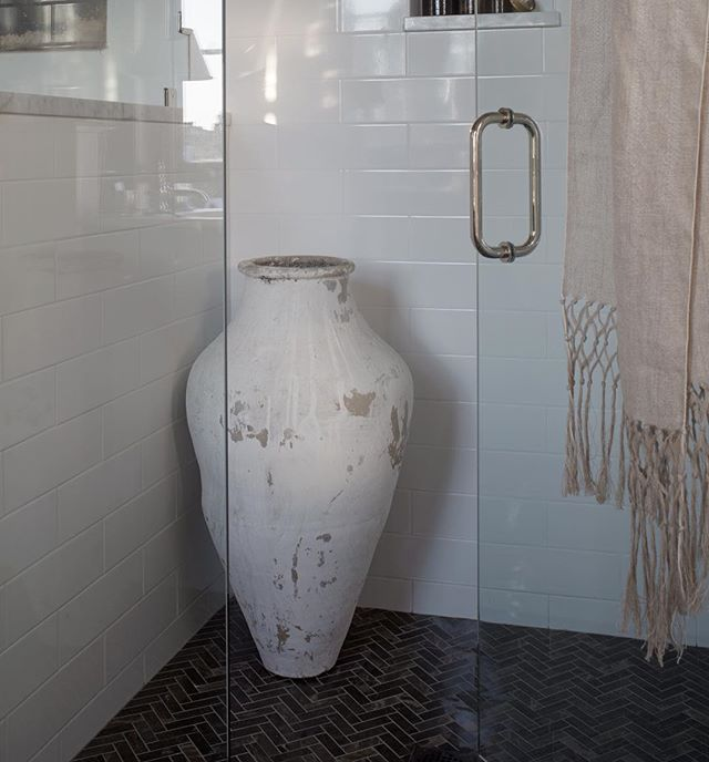 A special mention to Crossville Tile for the incredible Yin + Yang Tea Garden, Natural Stone floors at the Southern Style Now Showhouse in Savannah. Thank you for making this bathroom sparkle! @crossvilleinc @gardenstatetile